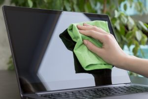 blog post microfiber cleaning laptop 1
